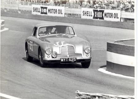 racing-old-aston-martin